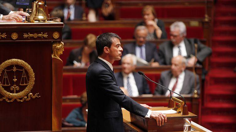 (Manuel Valls à la tribune de l'Assemblée pour défendre le recours au 49.3 © Charles Platiau / Reuters)