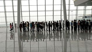 Des passagers à l'aéroport de Wuhan (Chine), le 3 avril 2008. (AFP)