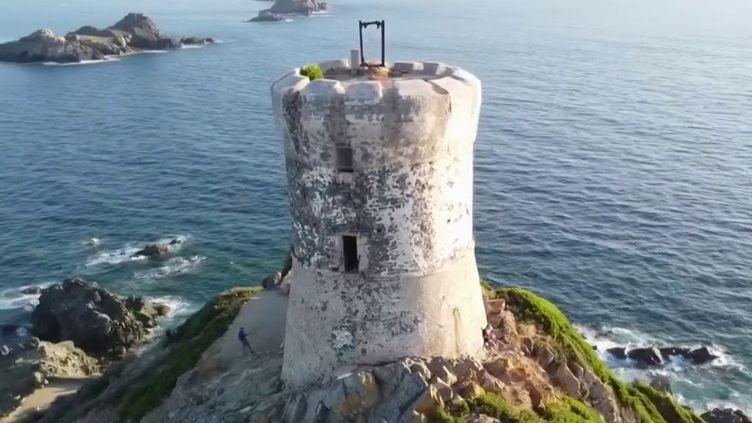 Au large d'Ajaccio (Corse du Sud), les iles Sanguinaires sont l'un des trésors de la Corse. Selon la légende, elles doivent leur nom à la couleur des couchers de soleils que l'on peut admirer depuis cet archipel sauvage. (France 3)