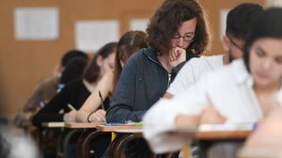 Des lycéens planchent sur les épreuves du baccalauréat, le 18 juin 2018 à Strasbourg (Bas-Rhin). (FREDERICK FLORIN / AFP)