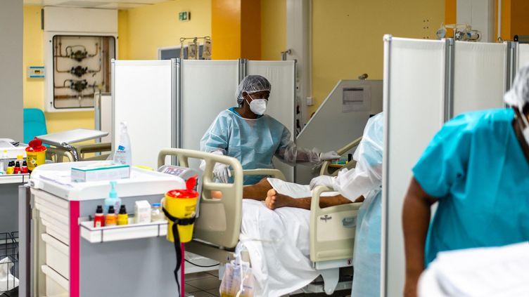 L'unité accueillant les malades du Covid-19 au CHU de Pointe-à-Pitre (Guadeloupe) lors d'une précédente vague de l'épidémie, le 24 septembre 2020. (LARA BALAIS / AFP)