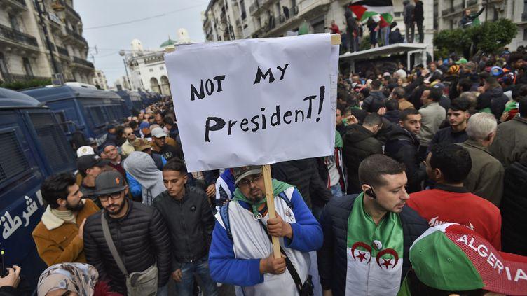 Des manifestants à Alger (Algérie), le 13 décembre 2019. (RYAD KRAMDI / AFP)