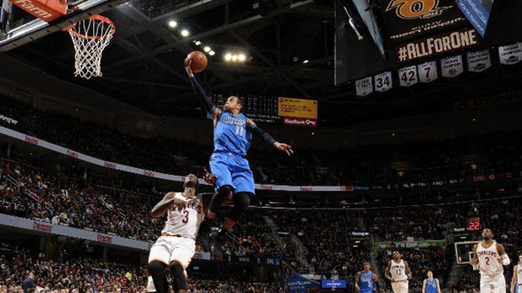 Monta Ellis (Dallas Mavericks) s'envole devant Dion Waiters (Cleveland Cavaliers) (DAVID LIAM KYLE / NBAE / GETTY IMAGES)