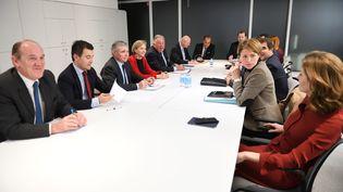 Les soutiens de François Fillon et ceux qui l'ont lâché arriveront-ils à se mettre d'accord ? Ici, lors du comité politique du 13 décembre 2016. (ERIC FEFERBERG / AFP)