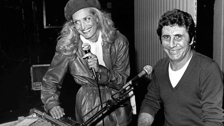 Gilbert Bécaud avec Dalida dans un studio parisien en 1981  (Ossinger / DPA / MAXPPP)