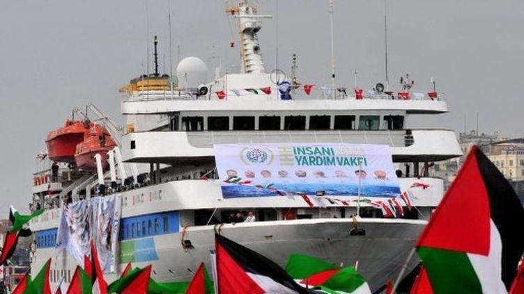 Le Mavi Marmara, bateau turc pris d'assaut par les forces israéliennes près de Gaza, de retour à Istanbul le 26-12-2010 (AFP / Mustafa Ozer)