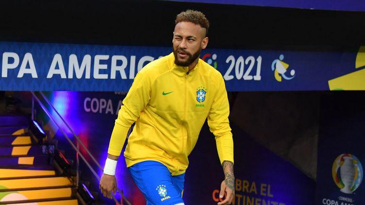Neymar sous le maillot de la sélection brésilienne avant le match d'ouverture de la Copa América, contre le Vénezuela le 13 jun 2021. (NELSON ALMEIDA / AFP)
