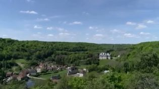 Le troisième conseil de défense écologique a validé la création d'un onzième parc national en France sur le plateau de Langres, entre la Côte-d'Or et la Haute-Marne. Il regroupe plus de 250 000 hectares de forêts centenaires. (FRANCE 3)