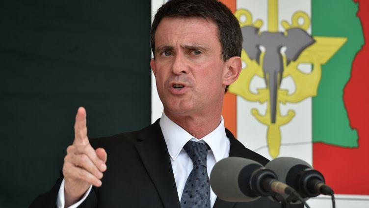 Manuel Valls prononce un discours à Abidjan (Côte d'Ivoire), le 30 octobre 2016. (ISSOUF SANOGO / AFP)