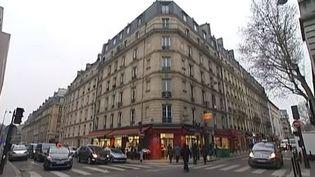 Capture d'écran. Un immeuble dans Paris dans lequel un propriétaire propose un micrologement, le 17 décembre 2013. ( FRANCE 2 / FRANCETV INFO)
