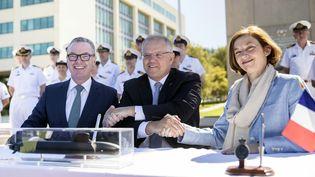 Le Premier ministre australien, Scott Morrison (au centre), le ministre de la Défense, Christopher Pyne (à gauche) et la ministre des Armées française, Florence Parly (à droite), lundi 11 février 2019 à Canberra (Australie). (JAY CRONAN / AUSTRALIA DEPARTMENT OF DEFENCE / AFP)