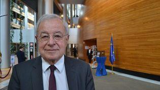 Alain Lamassoure, au Parlement européen à Strasbourg (Bas-Rhin), le 17 avril 2019 lors de la dernière session plénière de la mandature 2014-2019. (NOÉMIE BONNIN / FRANCE-INFO)