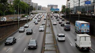 Des embouteillages sur le périphérique parisien le 11 mai 2020. (THOMAS SAMSON / AFP)