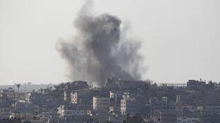 Des frappes aériennes touchent la bande de Gaza, mercredi 20 août 2014. (AHMED ZAKOT / REUTERS)