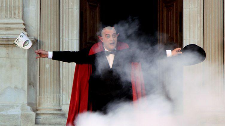 (Quand le diable s'en mêle, une mise en scène de Didier Bezace, à voir cet été au château de Grignan © Nathalie Hervieux)
