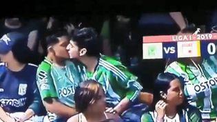 Le baiser de deux supporters colombiens devient viral sur internet (Le baiser de deux supporters colombiens devient viral sur internet)
