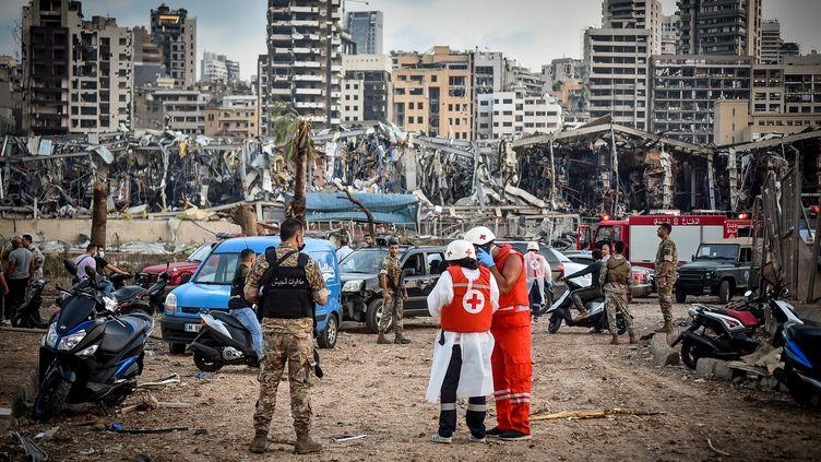 Les secours s'activent dans les décombres de Beyrouth (Liban), le 4 août 2020. (FADEL ITANI / NURPHOTO / AFP)
