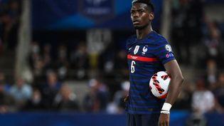 Paul Pogba dubitatif lors du match entre la France etlaBosnie-Herzégovine, le 1er septembre à Strasbourg. (FRANCK FIFE / AFP)