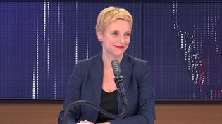"""Clémentine Autain,députée LFI de Seine-Saint-Denis, tête de liste aux élections régionales en Île-de-France, était l'invitée du """"8h30franceinfo"""", jeudi 6 mai 2021. (FRANCEINFO / RADIOFRANCE)"""