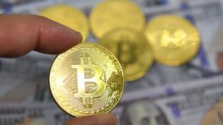 Illustration de la cryptomonnaie Bitcoin. (MOURAD ALLILI / MAXPPP)