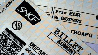 Les cheminots et leurs proches bénéficient de la gratuité ou de tarifs préférentiels sur les billets de train. (DAMIEN MEYER / AFP)