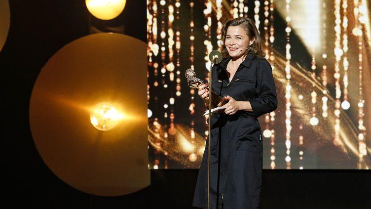 L'humoriste Blanche Gardin reçoit le prix du Molière de l'humour, le 28 mai 2018, à Paris. (GEOFFROY VAN DER HASSELT / AFP)