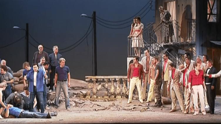 Les Montaigu et les Capulet face à face dans une Vérone en ruines.  (France 3 / Culturebox)