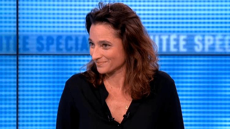"""Nina Bouraoui présente son nouveau roman """"Beaux Rivages""""  (Capture d'image France3/Culturebox)"""
