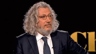 """Alain Chabat invité sur le plateau de France 2 pour son dernier film """"Santa & Cie""""  (France 2 / Culturebox)"""
