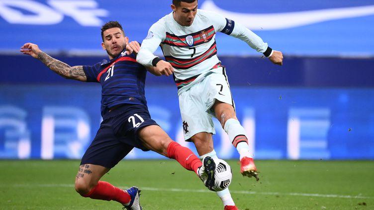 Lucas Hernandez intervient parfaitement devant Ronaldo (FRANCK FIFE / AFP)
