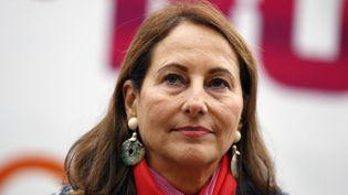 """La ministre de l'Ecologie, Ségolène Royal, a lancé, mardi 22 septembre, une """"enquête approfondie"""" après les accusations de triche qui pèsent sur le groupe Volkswagen. (THOMAS SAMSON / AFP)"""