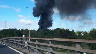 Un incendie s'est déclaré à Bezons dans le Val d'Oise jeudi 13 mai 2021. (STEPHANIE BERLU / RADIOFRANCE)