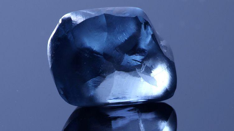 """Le diamant """"Okavango Blue"""", découvert au Botswana (photo prise le 17 avril 2019). (Reuters - HANDOUT . / X80001)"""
