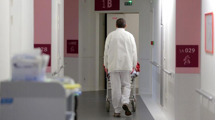 Un infirmier dans un hôpital. (Illustration). (FRANÇOIS DESTOC / MAXPPP)