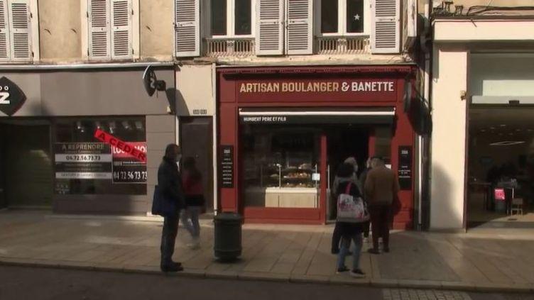 Villefranche-sur-Saône, dans le Rhône, a été placée en tête des centres-villes dynamiques, devant Chambéry ou encore Pau. La crise sanitaire n'a pas fait perdre cette commune de 36 000 habitants en dynamisme. (FRANCE 2)