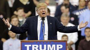 Le candidat républicain Donald Trump donne un discours, le 12 mars 2016, à Cleveland (Ohio, Etats-Unis).  (TONY DEJAK / AP / SIPA)