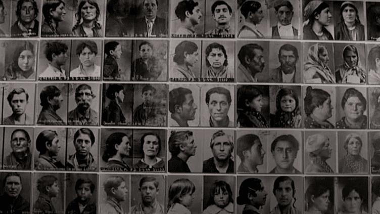 Mur d'images réalisé à partir des carnets anthropométriques qui servaient de papiers d'identité aux Tsiganes français  (Culturebox / Capture d'écran)