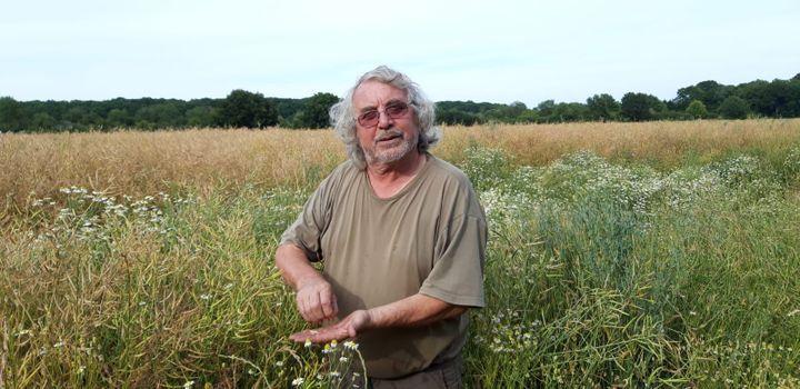 René Longcoté, agriculteur qui exploite une parcelle au Perray en Yvelines. (SANDRINE ETOA-ANDEGUE / RADIO FRANCE)