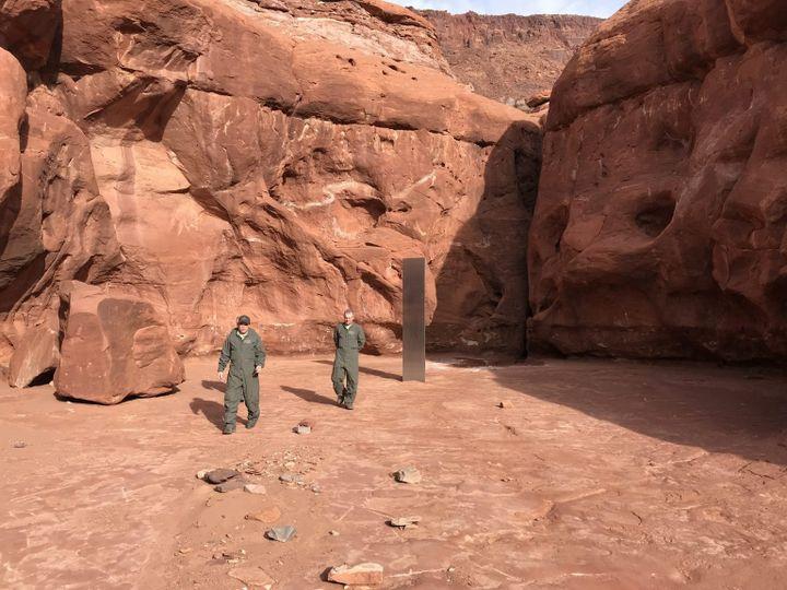 Le mystérieux monolithe de métalau fond d'un canyon du désert de l'Utah. (UTAH DEPARTMENT OF PUBLIC SAFETY HANDOUT / MAXPPP)