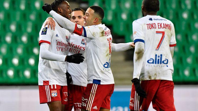 Lyon savoure sa victoire facile contre Saint-Etienne. (PHILIPPE DESMAZES / AFP)