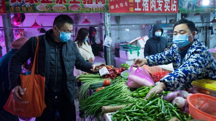 Un marché à Wuhan le 23 janvier 2020 (XIAO YIJIU / XINHUA)