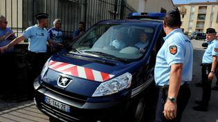 Les trois Français jihadistes présumes de retour de Syrie quittent sous hauteescorte la gendarmerie de Lodève pour Paris, le 24 septembre 2014 ( MAXPPP)