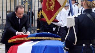 François Hollande préside la cérémonie d'hommage aux policiers tués à Magnanville, le 17 juin 2016 à Versailles. (DOMINIQUE FAGET / AFP)