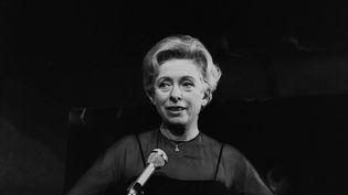 Patachou en répétition dans son cabaret de Montmartre, en 1966. (GEORGES HERNAD / INA / AFP)