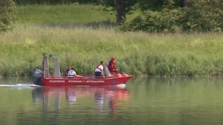 Des sauveteurs sur le Rhin après la noyage de 3 personnes jeudi 30 mai, près de la commune de Gerstheim (Bas-Rhin). (FRANCE 3)