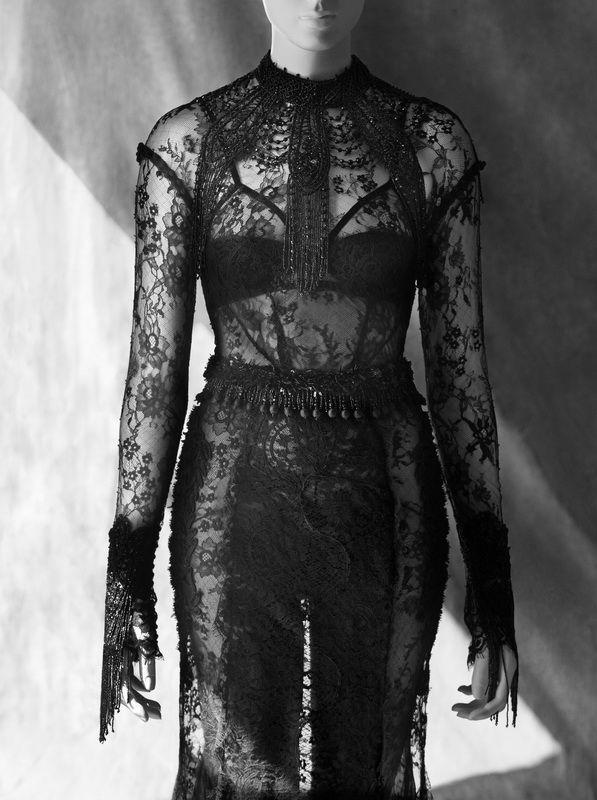 Little Black Dress : Tom Ford, robe en dentelles et jet de perles automne-hiver 2001  (Courtesy of Tom Ford, London)