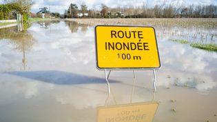 Une route inondée dans le Tarn-et-Garonne, le 2 février 2021. Photo d'illustration. (PATRICIA HUCHOT-BOISSIER / AFP)