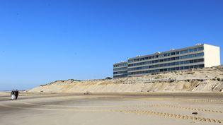 La station balnéaire de Soulac (Gironde) souffre de l'érosion, le sable gagne du terrain sur la dune -21/02/2013 (MAXPPP)