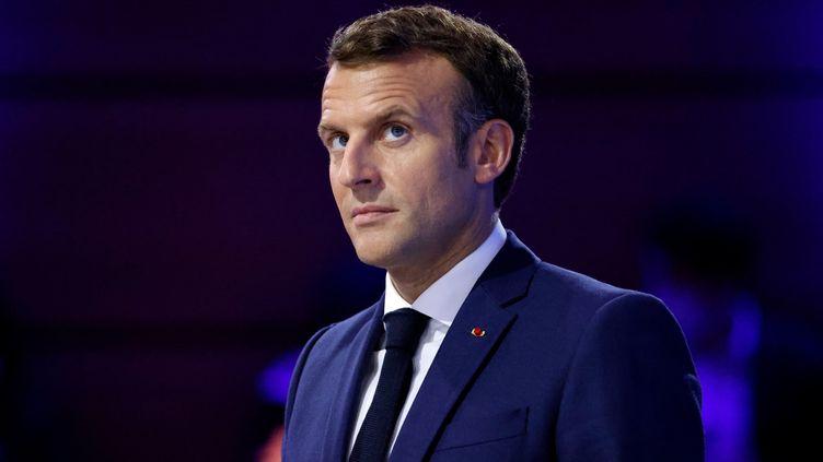 Le président de la République a précisé sa vision des débats autour des questions de race, de genre et de discrimination, en marge d'un forum de l'ONU Femmes consacré à l'égalité des genres, à Paris. (LUDOVIC MARIN / AFP)