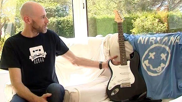 Guillaume Enault va se séparer de la guitare de Kurt Cobain  (France 3 / Culturebox)
